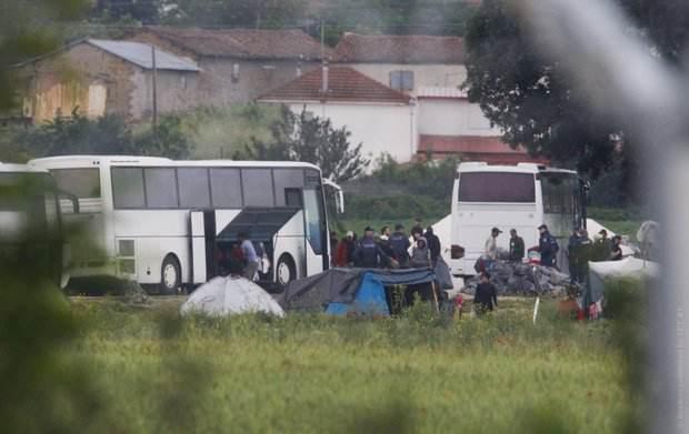 В Греции сносят крупнейший в стране нелегальный лагерь беженцев
