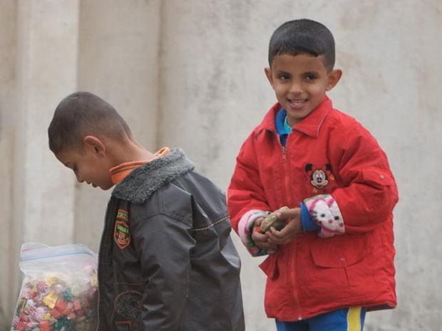 В Сирии и Ливии боевики ИГ угощают детей сладостями, празднуя теракты в Брюсселе