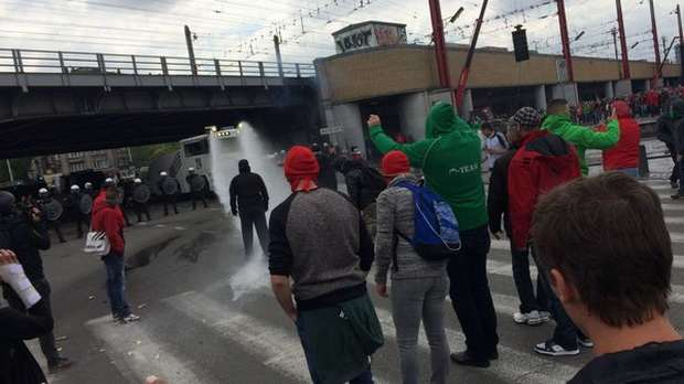 Брюссель: полиция разгоняет демонстрантов водометами