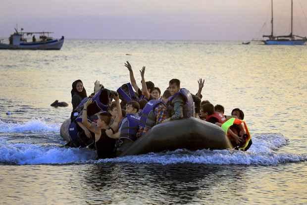 Мигранты в Греции ведут себя как завоеватели