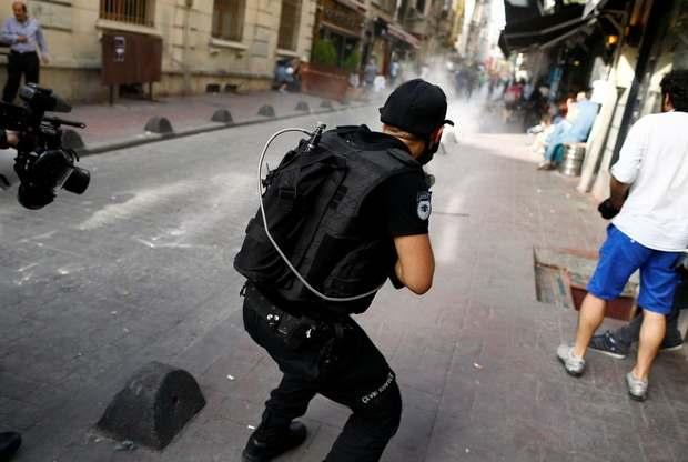 Полиция разогнала участников гей-парада в Стамбуле