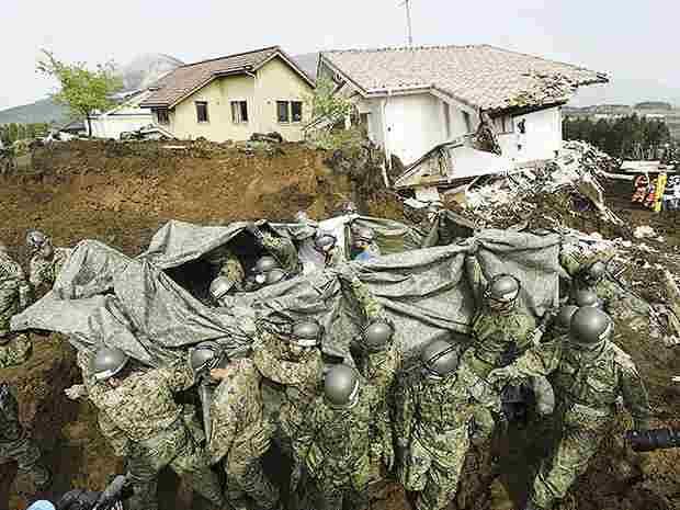 Япония: до 44 возросло число жертв землетрясения и вызванных им оползней